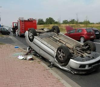 Zderzenie trzech aut za sklepem Agata Meble (ZDJĘCIA)