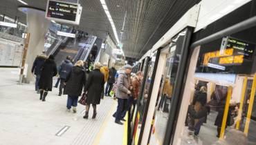 Mężczyzna wpadł pod pociąg na stacji II linii metra Dworzec Wileński [WIDEO]