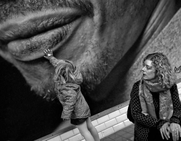 Galeria Saska w Lublinie. Fotografie Tomka Sikory na płocie Parku Saskiego