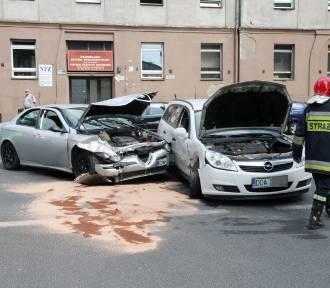 Opel i alfa romeo zderzyły się na ul. Traugutta (ZDJĘCIA)