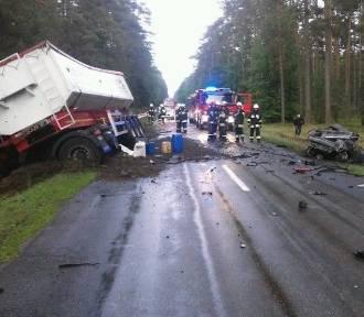 Wypadek w Sporyszu na trasie Rzeczenica- Biały Bór. Zginął mężczyzna [ZDJĘCIA]