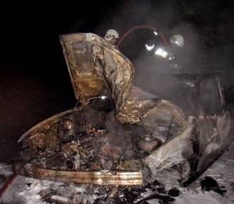 Jarosławiec: Spłonął samochód, dwie osoby ranne [ZDJĘCIA]