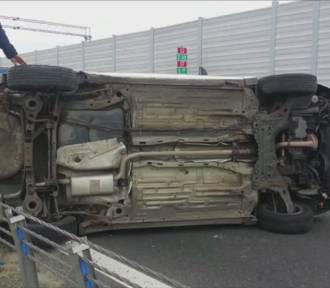 Wypadek w Piastowie pod Warszawą. Na S2 zderzyły się dwa samochody