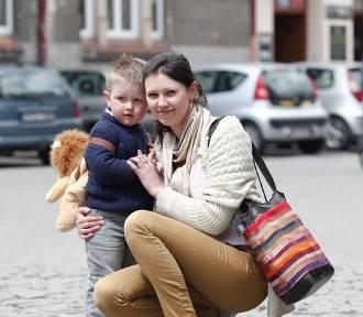 Street Fashion w Rzeszowie. Mamy kochają pojemne torebki na ramię [CZ. 7]
