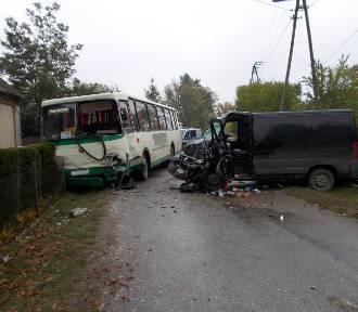 Wypadek z autobusem przewożącym dzieci  FOTO