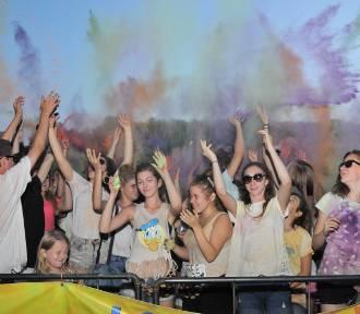 Kolor Fest nad Jeziorem Maltańskim. Kolorowe farby w powietrzu [ZDJĘCIA]