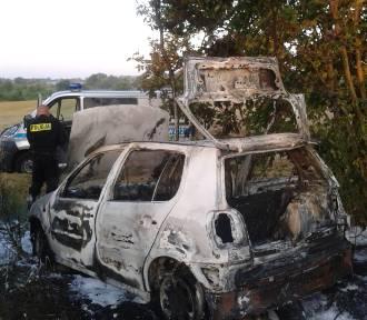 Gm. Postomino: Spłonął samochód [ZDJĘCIA i wideo]