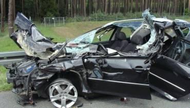 Wypadek na A2; Samochód osobowy uderzył w naczepę TIR-a [ZDJĘCIA]