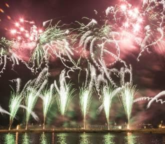 Festiwal Pyromagic 2015: Widowiskowe fajerwerki i tłumy na Wałach Chrobrego [zdjęcia, wideo]