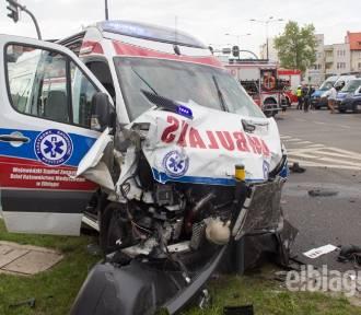 Wypadek karetki w Elblągu: zginęła jedna osoba [zdjęcia, wideo]