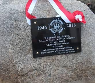 Odsłonięcie tablicy pamiątkowej w Tuchomiu