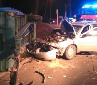 Wypadek w Babicach. Volvo wjechało w traktor [ZDJĘCIA]