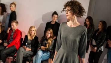 Moda na jesień 2015. Jak połączyć rzeczy letnie z jesiennymi? (WIDEO)