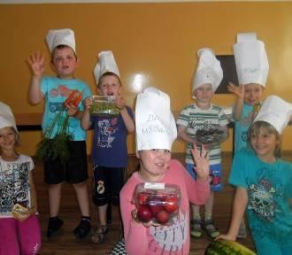 Jeżyczki: Uroczysty obiad przygotowany przez dzieci z miejscowej świetlicy [ZDJĘCIA]