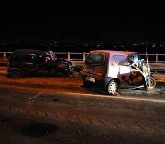 Wypadek: dwa auta zderzyły się na obwodnicy Śremu [ZDJĘCIA]