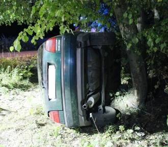 Wypadek w miejscowości Słobity. Samochód wypadł z drogi [ZDJĘCIA]
