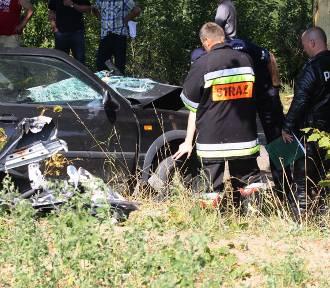 Wypadek w Darzlubiu (23.08.2015). Golf czołowo zderzył się z autobusem | ZDJĘCIA, WIDEO