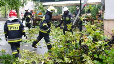 Burza nad Wielkopolską. W Kaliszu wiatr łamał drzewa i uszkadzał dachy [ZDJĘCIA, WIDEO]