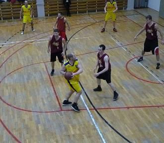 Koszykówka: faworyci dotarli do finału