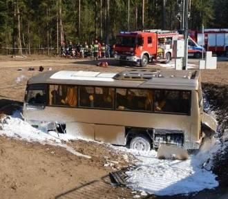 20 osób w szpitalu po wypadku busa