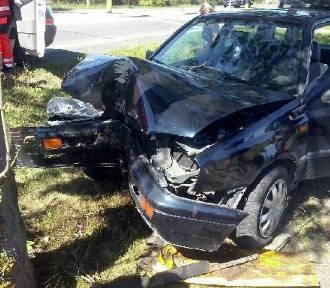 Wypadek w Zajączkowie Tczewskim: VW golf uderzył w drzewo; jedna osoba ranna [ZDJĘCIE]