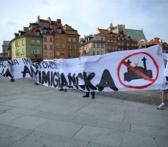 Manifestacje na Placu Zamkowym i pod PKiN. Dwa głosy w sprawie imigranów