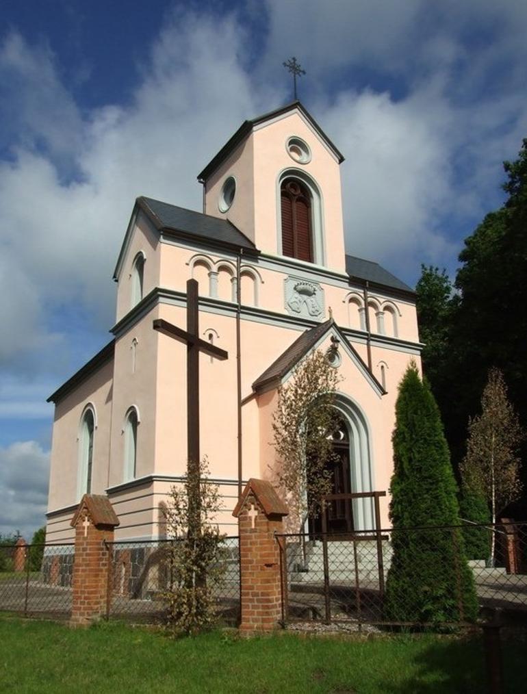 Kościół Parafialny w Waplewie Wielkim - dawna kaplica grobowa rodziny Sierakowskich