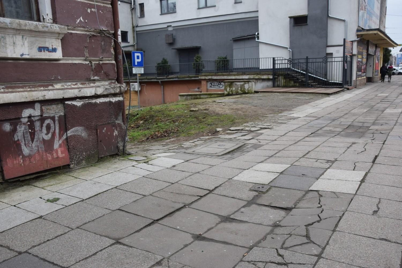 """Gdzie nie postawisz nogi tam dziura. Niestety, ale tak """"dziurawo"""" prezentuje się centrum Gorzowa."""