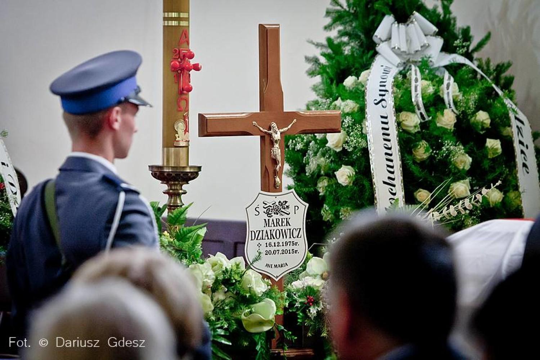 Pogrzeb Marka Dziakowicza, policjanta z Wałbrzycha, który zginął tragicznie ratując tonącego w Bałtyku 16-latka