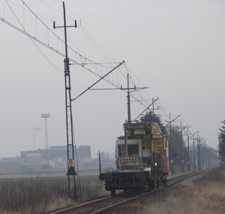 Demontują sieć trakcyjną na linii kolejowej nr 281 pod Zdunami [FOTO]