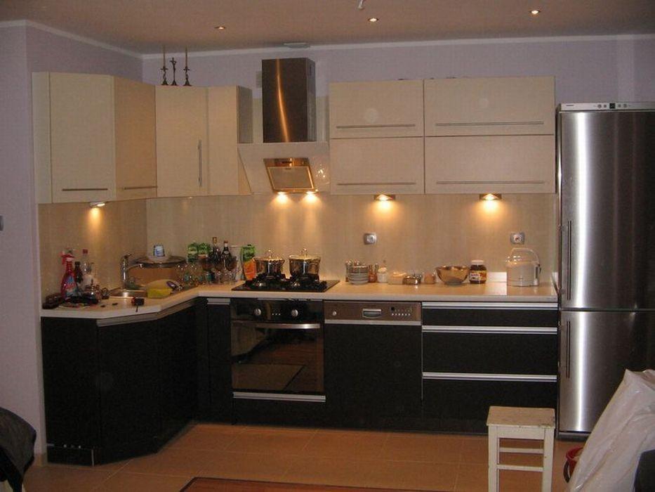 Urządzanie kuchni Dobierz kuchenne meble adekwatnie do   -> Kuchnie Jasne Z Czarnym Blatem