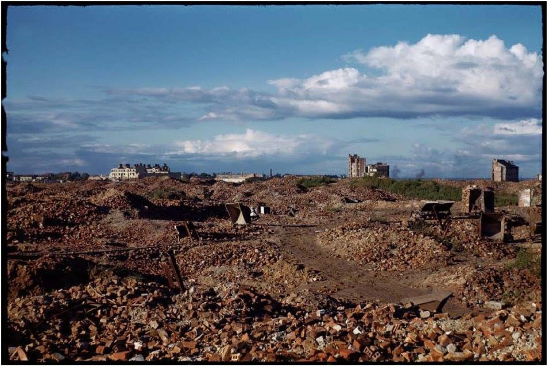 Zniszczona Warszawa w kolorze. Miasto ruin na zdjęciach z 1947 roku [GALERIA]