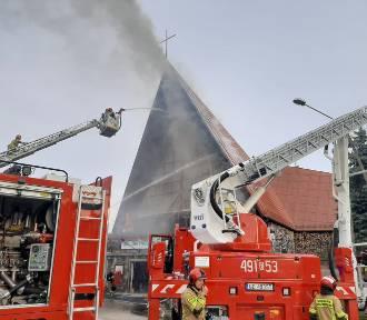 Pożar kościoła w Kępkach. Na miejscu pracowało 21 zastępów straży pożarnej