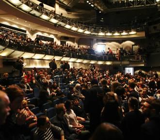 Teatr za 300 groszy. Z okazji Dnia Teatru Publicznego zobaczysz spektakl w specjalnej cenie!