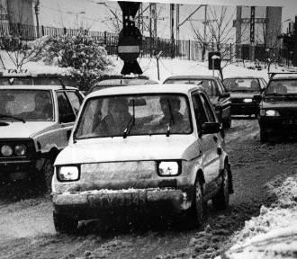 Królowie szos! Takimi samochodami jeździliśmy kilkadziesiąt lat temu [ARCHIWALNE ZDJĘCIA]