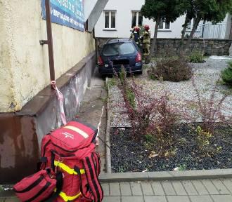 Zduńska Wola. Autobus miejski zderzył się z samochodem [zdjęcia]