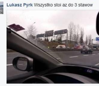 Dachowanie na A4 w Katowicach. Uwaga na korki