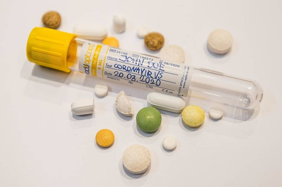 Tabletka na COVID-19? Firma Roche ogłasza, że będzie w Polsce prowadzić badania kliniczne preparatu przeciwwirusowego AT-527
