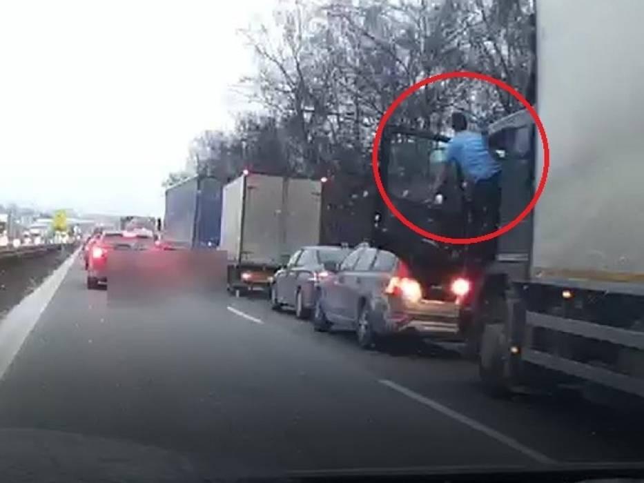 Szaleńcza jazda kierowcy ciężarówki została nagrana przez 39-latka z Katowic