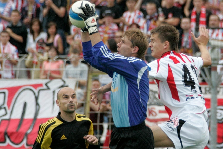 Gwiazdą zespołu z Łochowa jest Marcin Krzywicki, który w barwach Cracovii rozegrał w ekstraklasie 20 meczów (1 gol)