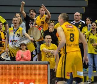 Kibice na koszykarskim meczu Trefla Sopot z Anwilem Włocławek w Ergo Arenie [zdjęcia]