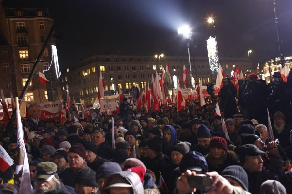 Manifestacja PiS 13 grudnia, Warszawa. Obchody 35. rocznicy stanu wojennego [ZDJĘCIA]