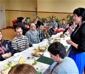 Wielkanocne śniadanie w Warsztatach terapii Zajęciowej w Złotowie [ZDJĘCIA]