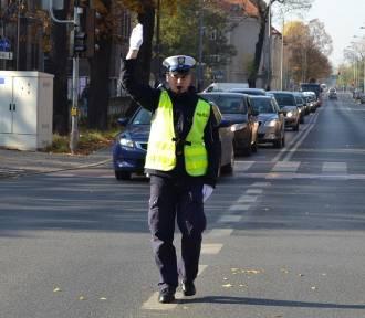 Zmiana organizacji ruchu - ZNICZ 2017 - Policjant kieruje ruchem