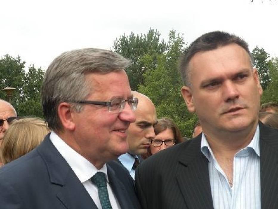 Prezydent RP Bronisław Komorowski oraz Prezes Towarzystwa Miłośników Malarstwa Władysława Ślewińskiego Jarosław Miaśkiewicz