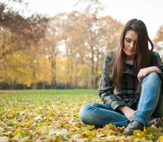 Dopadła cię jesienna depresja? Przeczytaj, jak z nią walczyć [RADY SPECJALISTY]