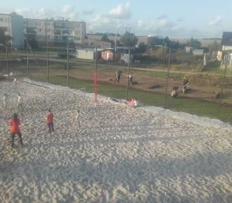Łebcz ma swoje boisko... do siatkówki plażowej i nożnej | ZDJĘCIA