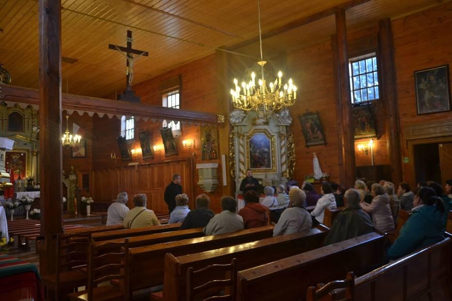 Kościół we Wierzchach - oprowadza proboszcz i przewodnik