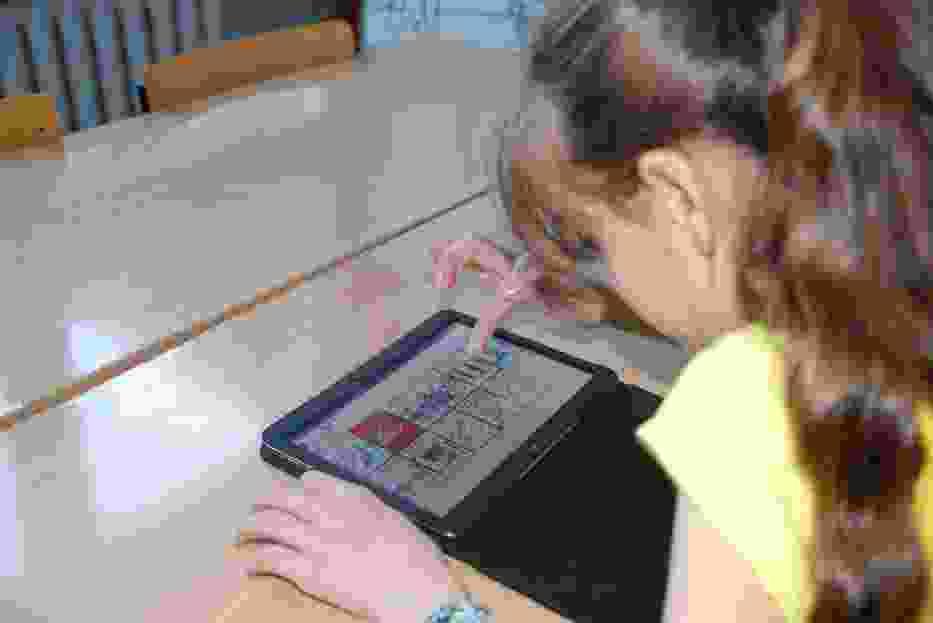 Chore dzieci w Wodzisławiu Śl. komunikują się za pomocą laptopa
