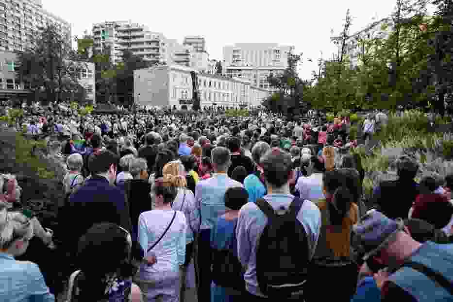 Requiem na placu Grzybowskim. Tłum mieszkańców na plenerowym koncercie [ZDJĘCIA]